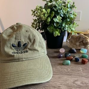 Olive green Adidas hat⭐️